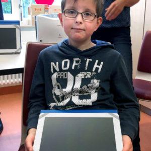 Laptop und Tablet im Krankenbett